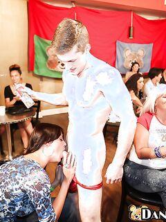 18летний качок дает одиноким мамочкам в рот на корпоративе | порно фото бесплатно на gig-photo.ru