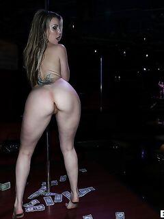 Стриптизерша Courtney Cummz возбуждает мужиков | порно фото бесплатно на gig-photo.ru