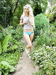 У блондинки Наташи гладко выбритая пися