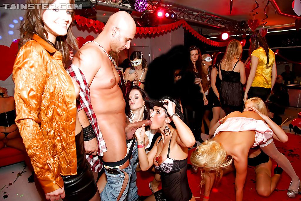 Групповой секс на вечеринке   порно фото бесплатно на gig-photo.ru