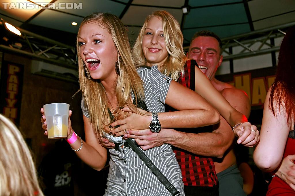Выпившие суки подставляют письки для официантов | порно фото бесплатно на gig-photo.ru