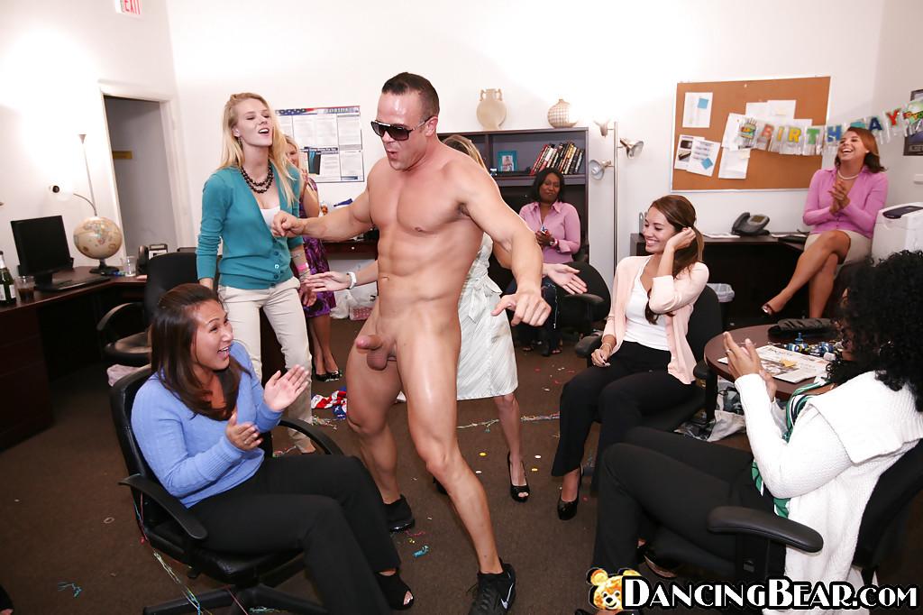 В клубе брошенных жён проводится оральная оргия со стриптизёрами | порно фото бесплатно на gig-photo.ru