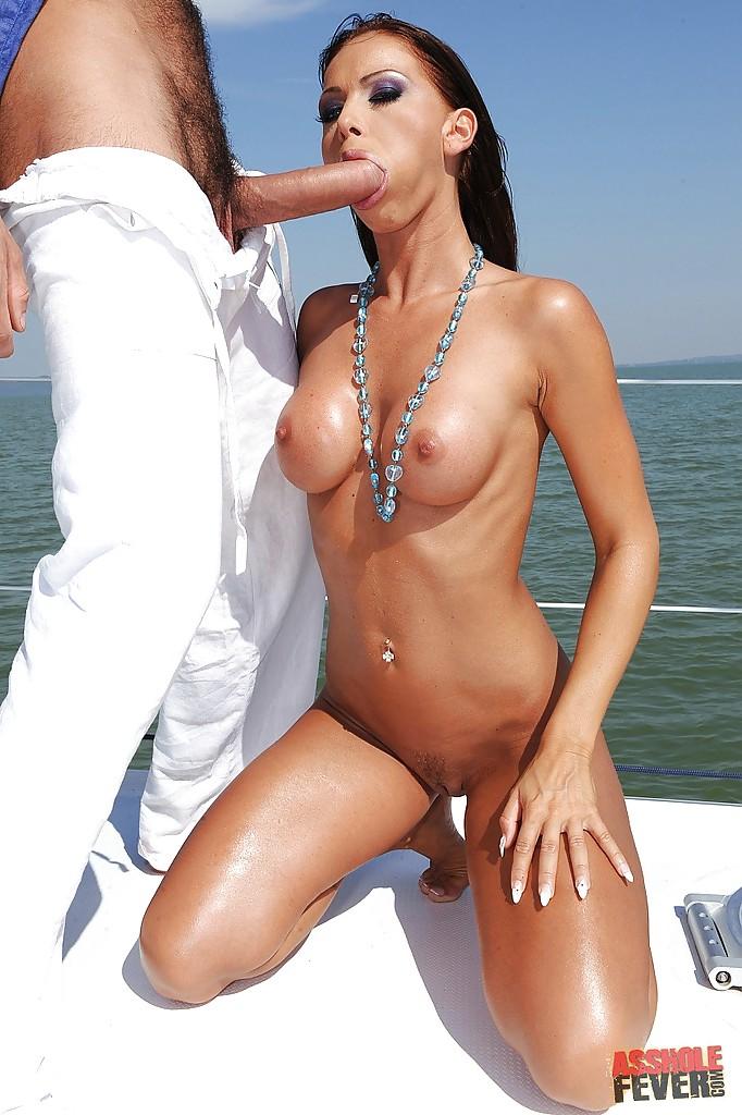 Знойная Christina Bella подставила анус под гигантский член друга | порно фото бесплатно на gig-photo.ru