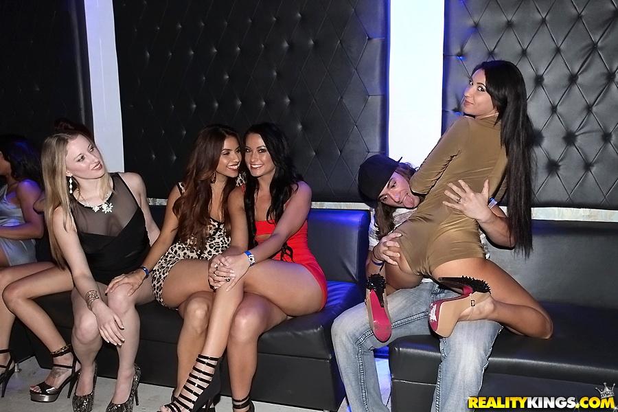 Горячие студентки оторвались на секс-вечеринке | порно фото бесплатно на gig-photo.ru