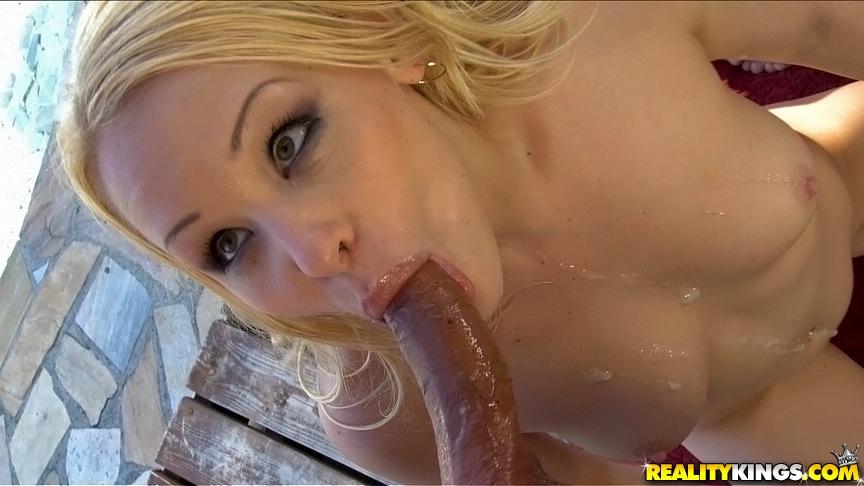 Две Голые блондинки занялись сексом с партнерами возле бассейна | порно фото бесплатно на gig-photo.ru