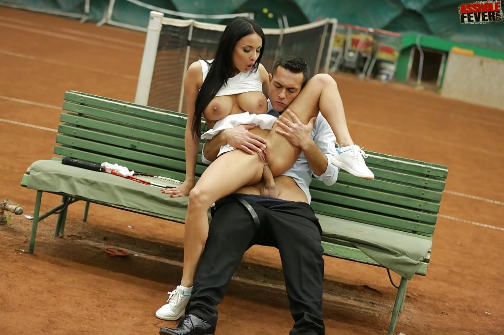 Молодой человек прямо на стадионе отымел в анал 18-летнюю теннисистку | порно фото бесплатно на gig-photo.ru